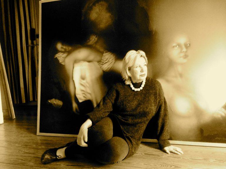 Künstlerin Malgorzata Fonfria-Pereda in der Galerie Ewa Helena in Hamburg-Pöseldorf